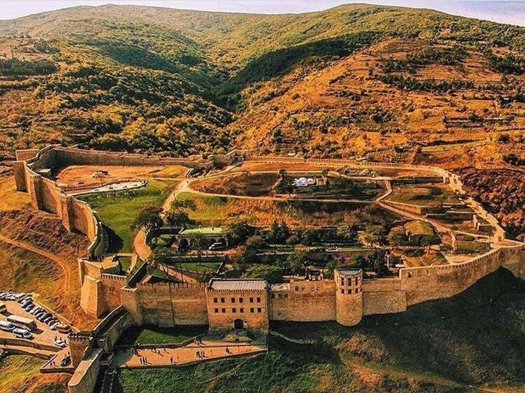 Вид на цитадель-крепость Нарын Кала в Дербенте тур выходного дня из Волгограда с туроператором И-Волга.jpg