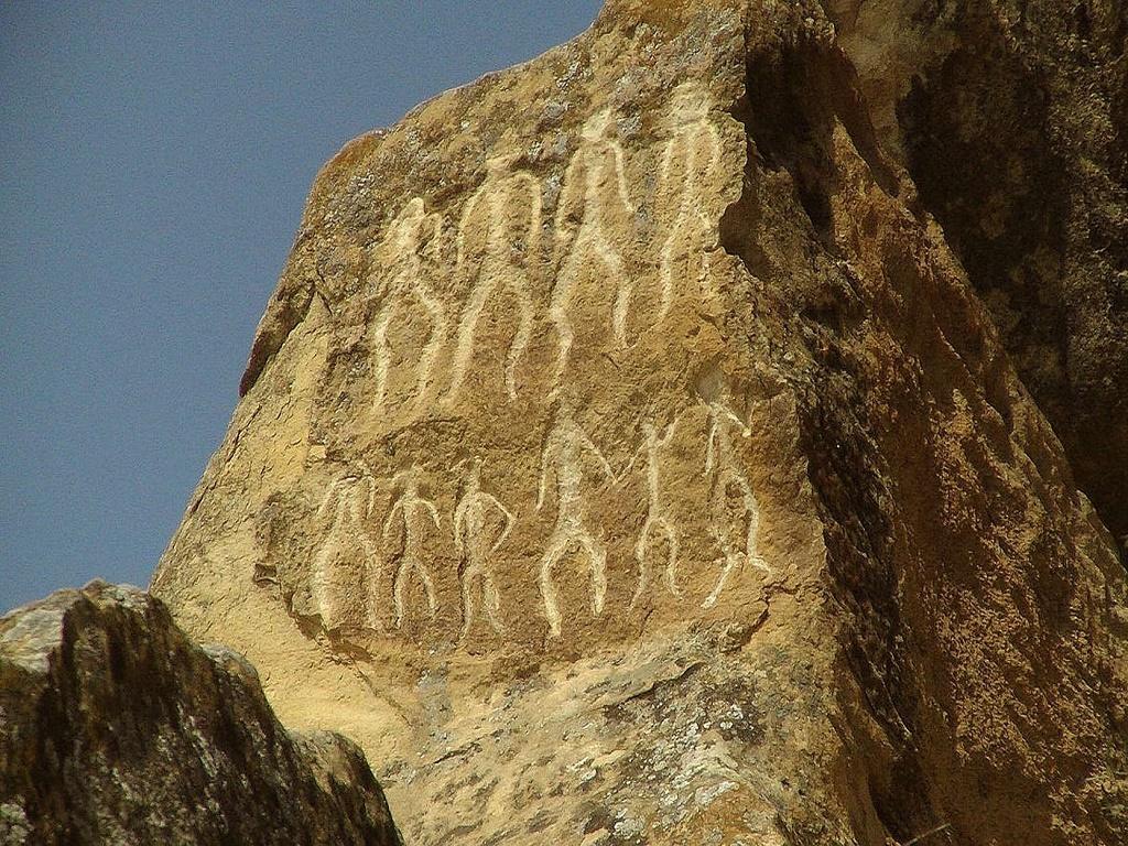Гобустан наскальные рисунки в туре Салам, Азерьбайджан с И-Волгой.jpg