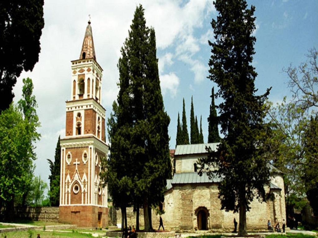 Монастыр Бодбе в экскурсии в Сигнахи тур выходного дня в Грузию из Волгограда.jpg