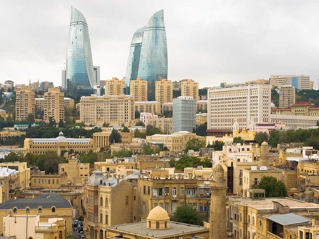 Экскурсионный тур в Баку из Волгограда с турфирмой И-Волга вид на старый город.jpg