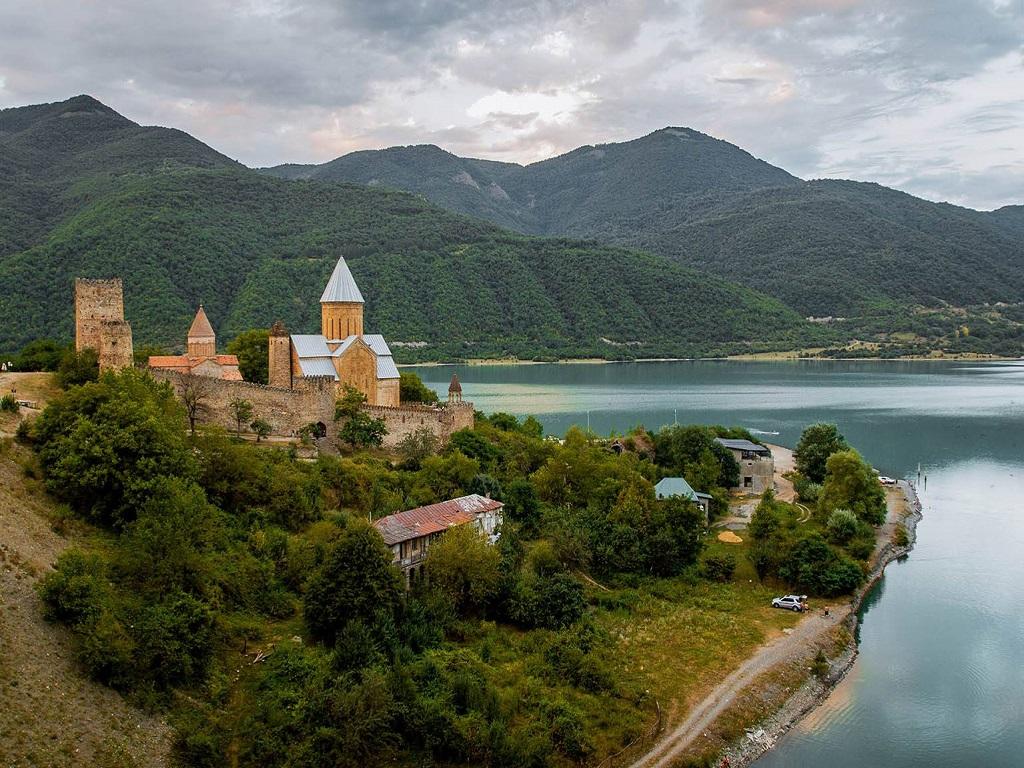 Ананури и Жинвальское водохранилище тур в Грузию из Волгограда турфирма И-Волга.jpg